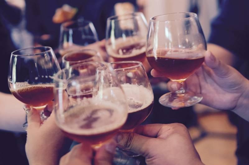 Можно ли беременным бокал белого вина Можно ли пить беременным вино